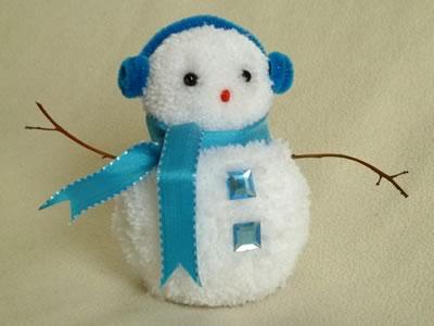 pom-pom-snowman-christmas-crafts-blue.jpg.pagespeed.ce.wb8KkOZ_7a